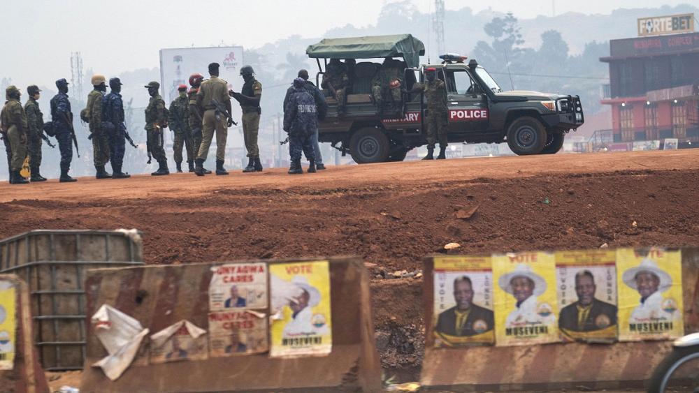 اوگاندا برای آزمایش رای گیری در میان ترس از تقلب و شبکه های اجتماعی مبهوت