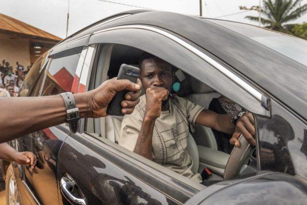 اوبیدا برای رای دادن ، بابی وین ، خواننده رپ ، رئیس جمهور موزونی کامپالا را به چالش می کشد