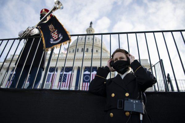 ایالات متحده ، دو سرباز برای بازیگری روز از سمت خود برکنار شدند: آنها با شبه نظامیان راستگرای ارتباط دارند