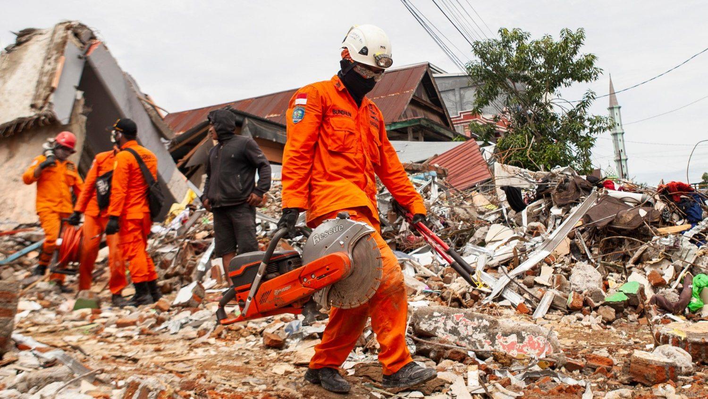 اندونزی ، شمار کشته شدگان این زلزله رو به وخامت است