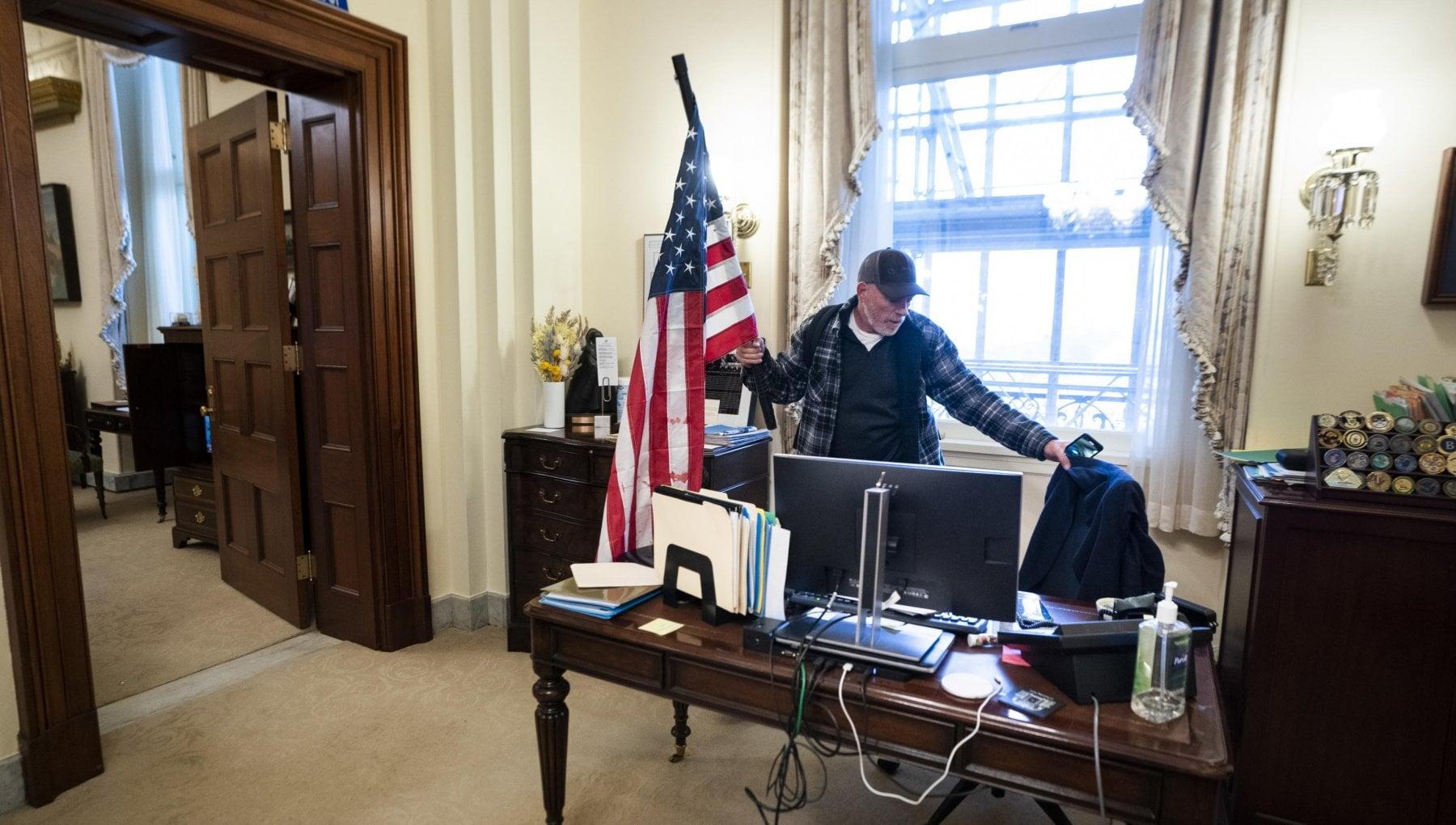 ایالات متحده ، از ملی گرای بیگو تا معاون جوان تا پسر قاضی: در اینجا شورشیان دیگر در حمله به کنگره هستند
