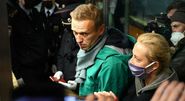 """ناوالنی هنگام ورود به فرودگاه مسکو دستگیر شد.  بایدن خواستار """"آزادی فوری"""" است"""