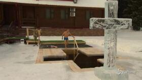 روسیه ، حمام پوتین در آبهای یخ زده به احترام اعتراض مقدس ارتدکس
