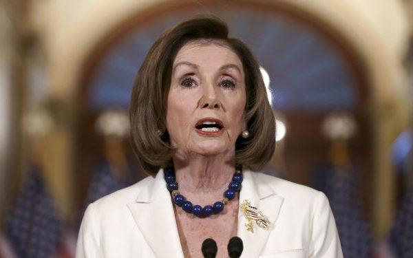 """نانسی پلوسی به رئیس پنتاگون: """"جلوی حمله هسته ای ترامپ را بگیرید"""""""