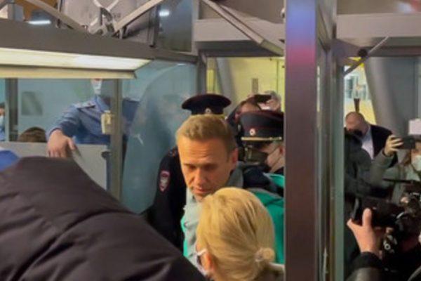 خشم بین المللی برای ناوالنی در مسکو دستگیر شد ، در حالی که برای جولیان آسانژ ، برای سالها در زندان در لندن ، هیچ کس عصبانی نشد.