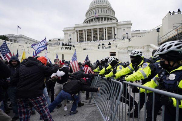 ایالات متحده آمریکا.  شورشیان کاپیتول می گویند که آنها دستورات ترامپ را اجرا کرده اند