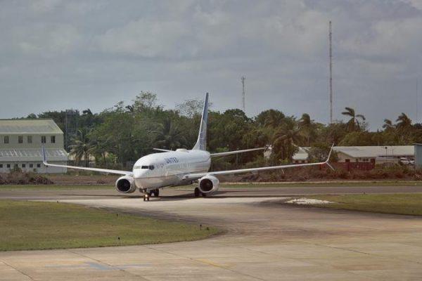 اندونزی ، هواپیمایی که از جاکارتا در حال پرواز بود سقوط کرد: لاشه هواپیما در دریا