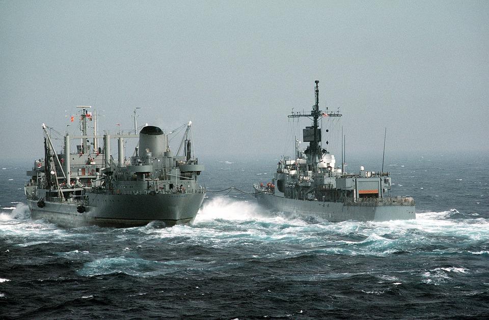 ایران بزرگترین کشتی جنگی را نشان می دهد  امنیت بین المللی