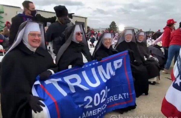 """دونالد ترامپ برای جلب رضایت رای دهندگان """"مسیحی"""" خود ، زن بدسرپرست را خواهد کشت"""