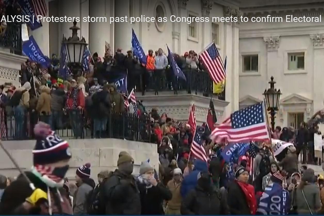 واشنگتن ، طرفداران ترامپ در حال هجوم به پارلمان هستند