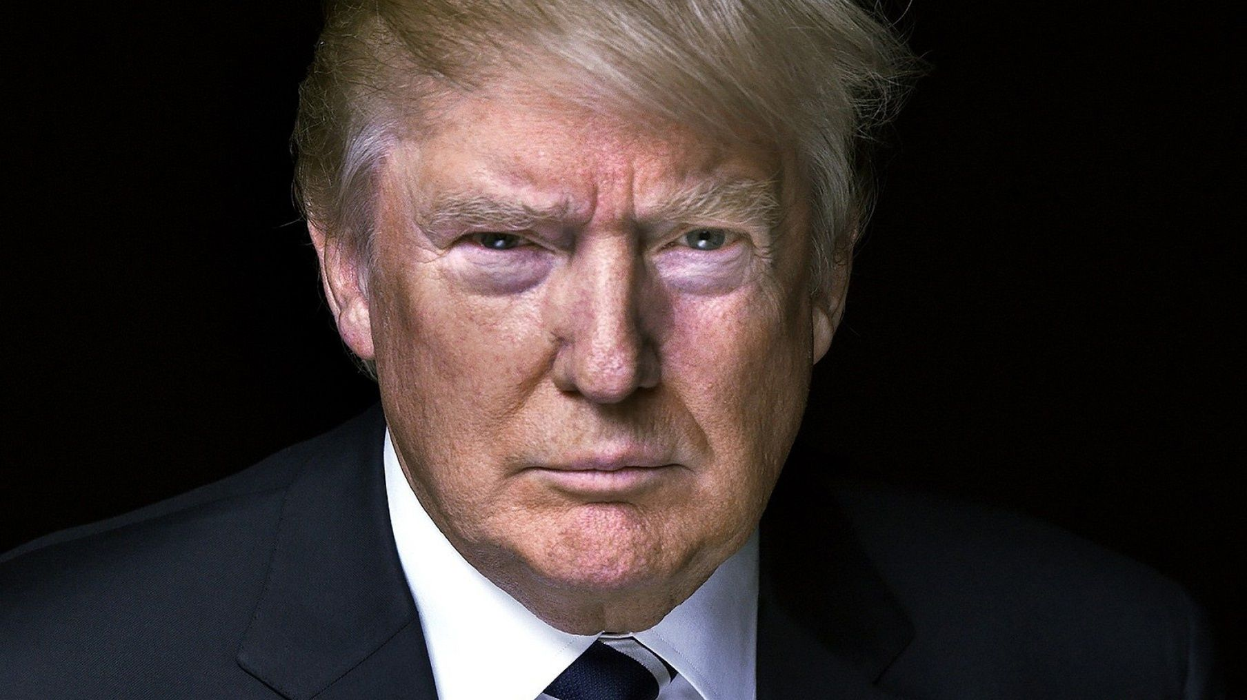 ترامپ ، نماینده درخواست استیضاح را ارائه می دهد