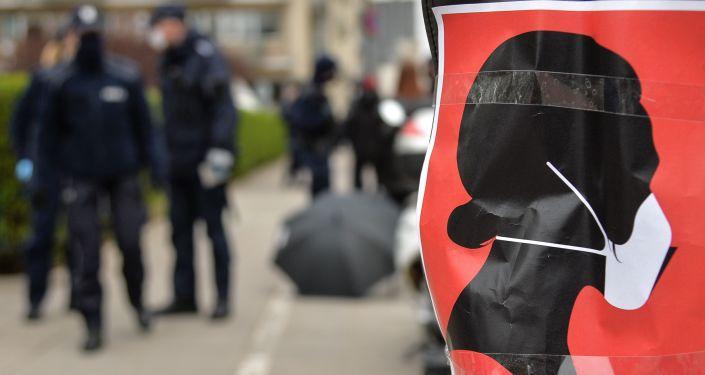 لهستان ، یک جنگ صلیبی علیه اخبار جعلی: برای بستن دهان خود نیازی به ماسک ندارید