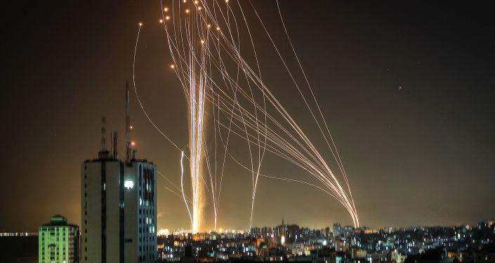نیروی هوایی اسرائیل در واکنش به پرتاب موشک به غزه حمله می کند