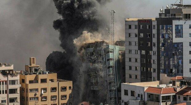 نوار ، آژیرها و موشک ها در تل آویو.  تخریب شده در غزه ، مقر الجزیره و آپ